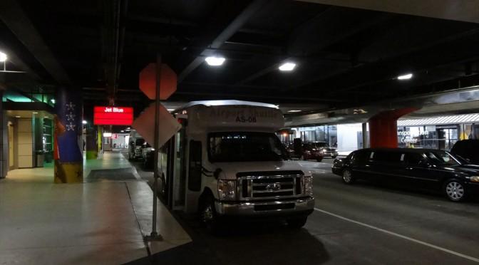 ルイ・アームストロング・ニューオリンズ国際空港からダウンタウンへのアクセス